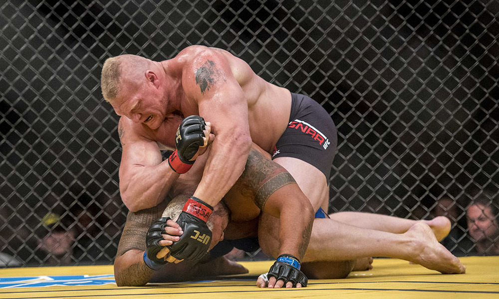 Brock Lesnar reclamó su respeto al arrollar al temible Mark Hunt. (Credito: Joshua Dahl-USA TODAY Sports)